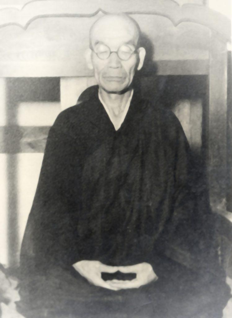 Kodo Sawaki en zazen, poco antes de su muerte.